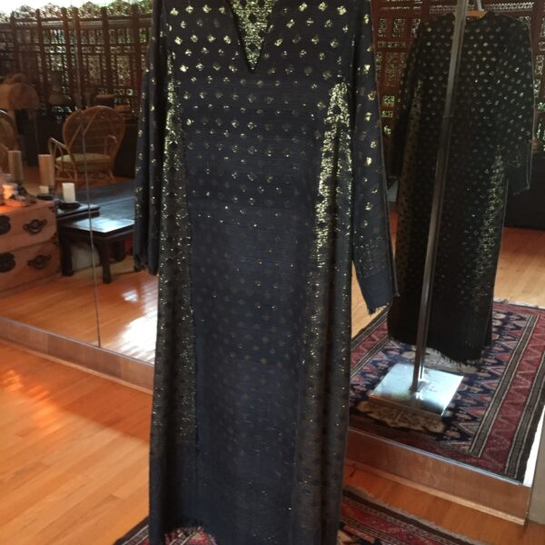 Reverse e1559176462314 600x600 - Egyptian Caftan: Reversible, Black and Gold